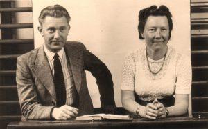 Meester Soer en juffrouw Jonker.