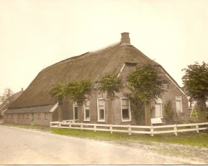 Boerderij Annerweg 2 toen bewoond door Piet en Freekje Boer.jpg