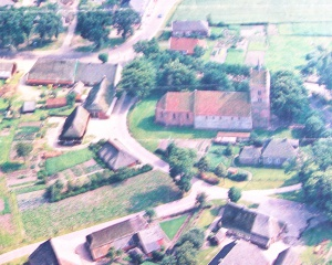Anloo,luchtfoto Anloo met kerk.jpg